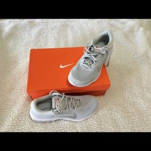 Nike Air Max Platinum/White-Grey Men's Shoes